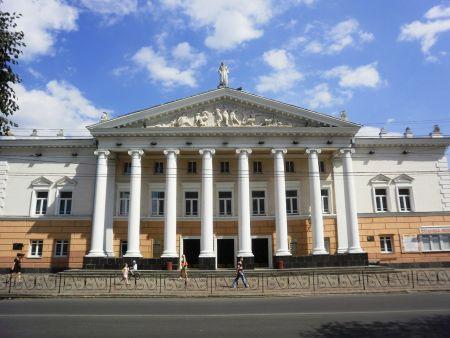 Я Б ТОБІ НЕБО ПРИХИЛИВ... Вінницький театр ім. М. Садовського